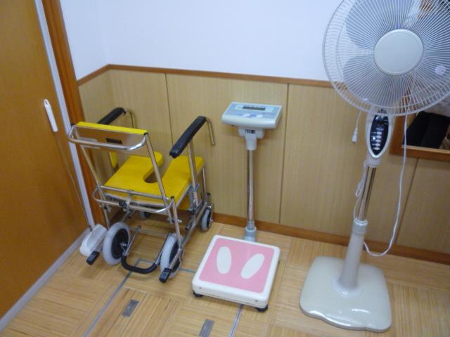 入浴用の車いすの画像 クリック・Enterで拡大