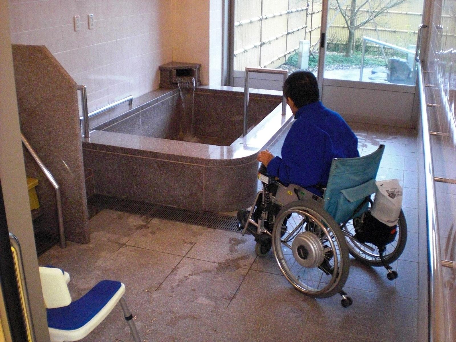 貸切風呂の浴室内部の画像 クリック・Enterで拡大