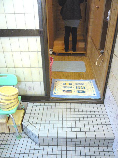 家族風呂の浴場側からの脱衣場の画像 クリック・Enterで拡大