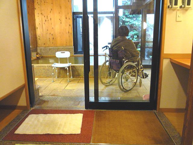 大浴場(森の湯)の浴室入口の画像 クリック・Enterで拡大