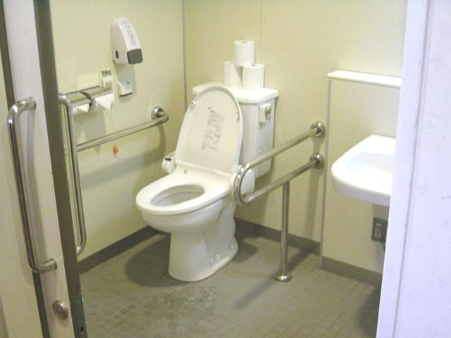 2階ビアレストランの身障者トイレの画像 クリック・Enterで拡大