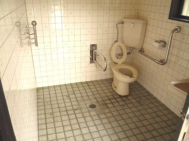 鷺舞広場の身障者トイレの画像 クリック・Enterで拡大