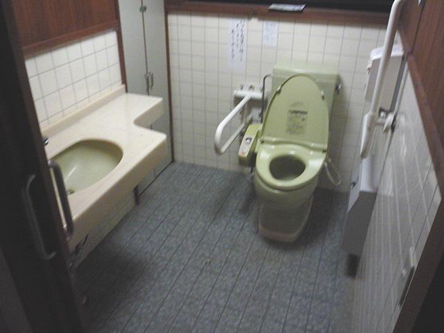 乙女峠マリア聖堂入口付近の身障者トイレの画像 クリック・Enterで拡大