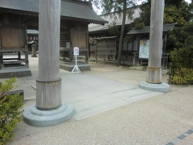 正面入口前の画像