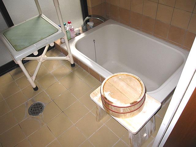 バリアフリールームの風呂の画像 クリック・Enterで拡大