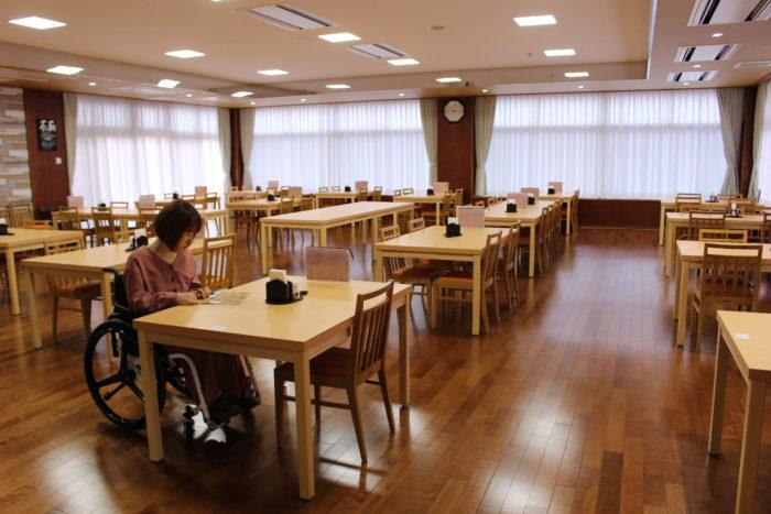 レストランのテーブル席の画像 クリック・Enterで拡大