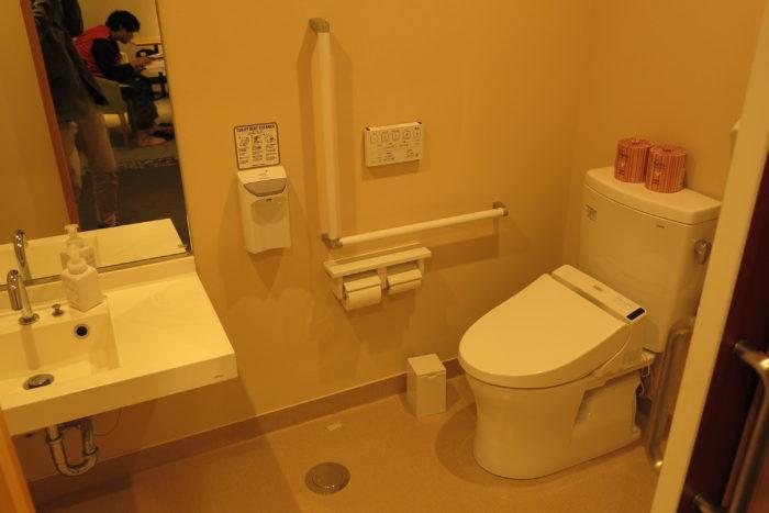 1階女性用車いす対応トイレの画像 クリック・Enterで拡大