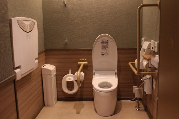 2階共用多目的トイレの画像 クリック・Enterで拡大