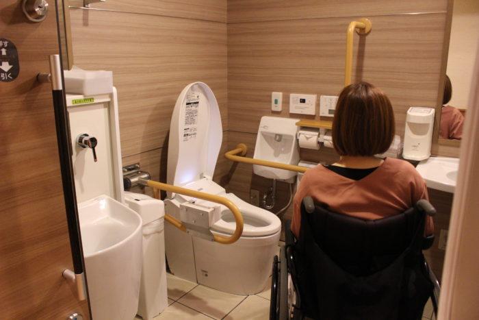 1階共用オストメイト対応多目的トイレの画像 クリック・Enterで拡大
