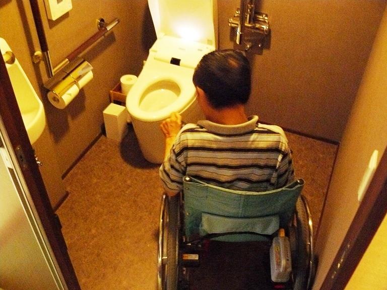 バリアフリールームの身障者用トイレの画像 クリック・Enterで拡大