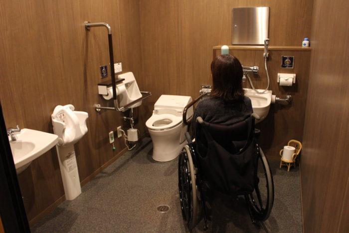 1階多目的トイレの画像 クリック・Enterで拡大