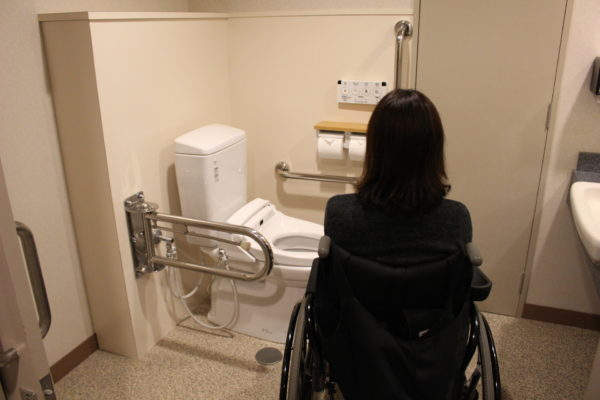 バリアフリールームのトイレの画像 クリック・Enterで拡大
