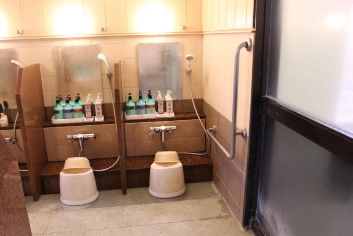 大浴場のシャワーブースの画像 クリック・Enterで拡大