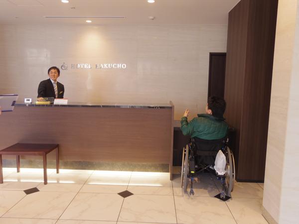 車椅子対応の受付スペースの画像 クリック・Enterで拡大